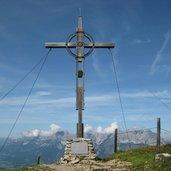 Das Gipfelkreuz mit fantastischer Aussicht